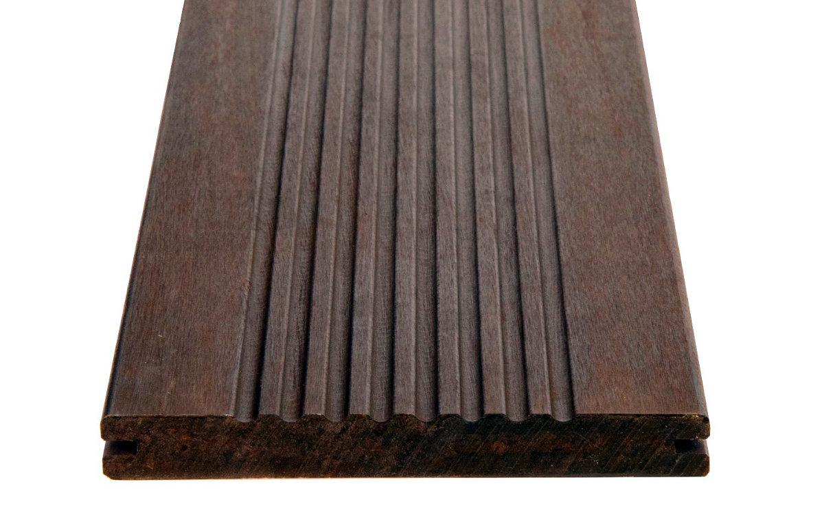 Terrassendiele schwarzbraun, grobes Profil, Stirnseite